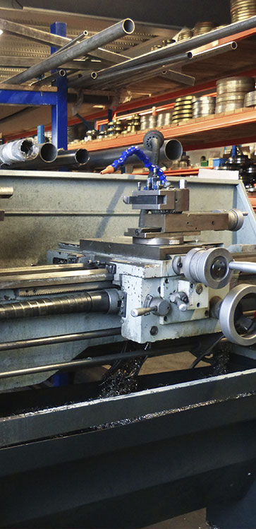 Manual lathes